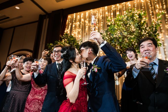 Wedding Day of  JT and KW Swissotel Merchant Court Singapore by oolphoto - 047