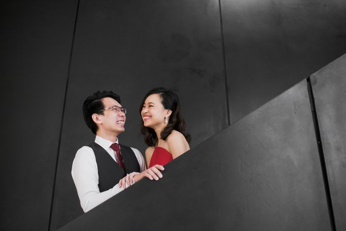Prewedding Photography of Esther and Yaosong indoor Singapore Prewedding and Engagement Session Photoshoot by oolphoto - 004