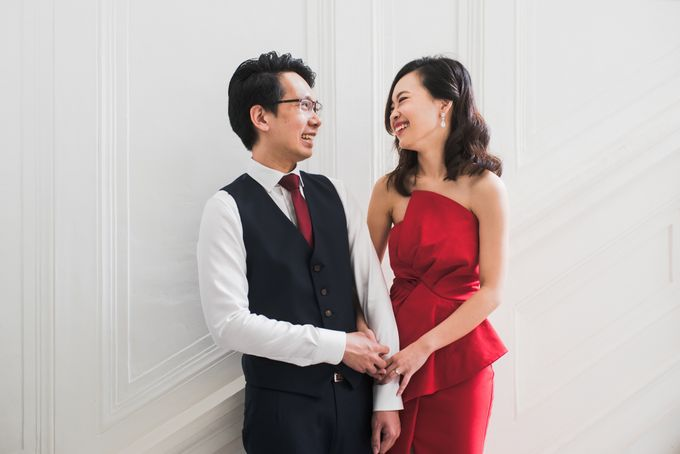 Prewedding Photography of Esther and Yaosong indoor Singapore Prewedding and Engagement Session Photoshoot by oolphoto - 006