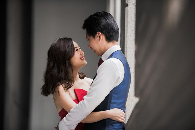 Prewedding Photography of Esther and Yaosong indoor Singapore Prewedding and Engagement Session Photoshoot by oolphoto - 011