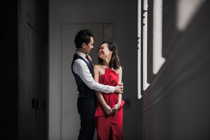 Prewedding Photography of Esther and Yaosong indoor Singapore Prewedding and Engagement Session Photoshoot by oolphoto - 015
