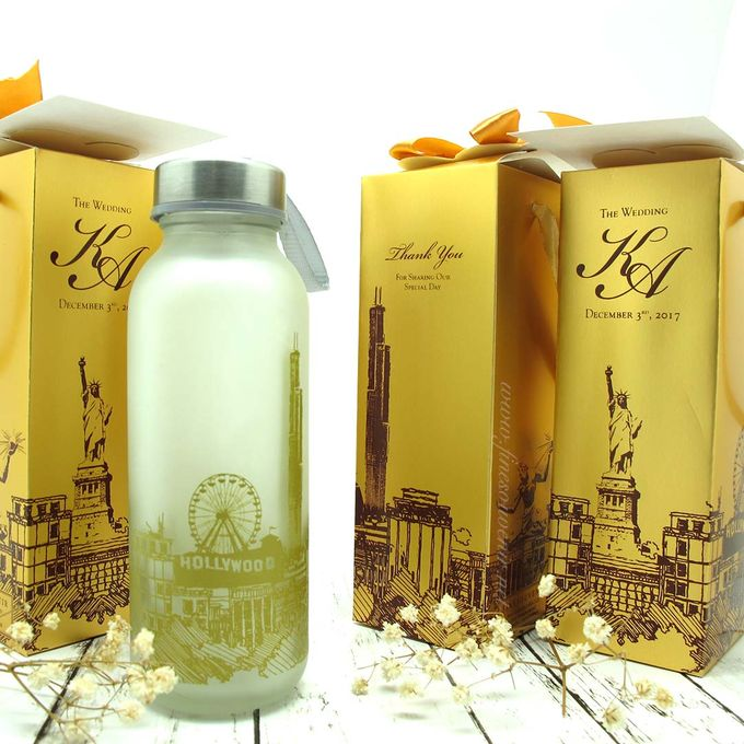 Frosted Drinking Bottle Include Packing by Fine Souvenir - 001