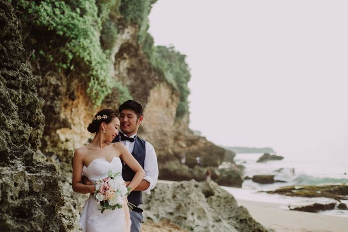 Hiro & Ai Pre-Wedding Session In Tegal Wangi Beach by Satrya Photography - 001