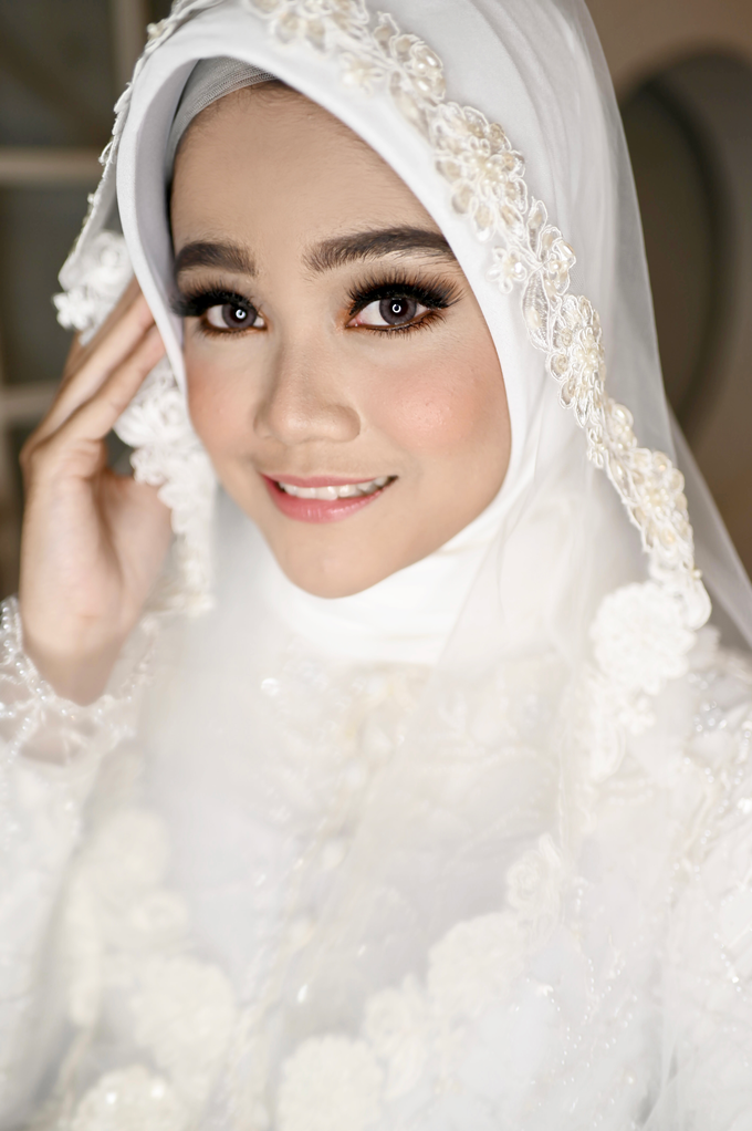 Airbrush Akad Make Up for Sela by Thousand Pictures | Photo & Video - 001