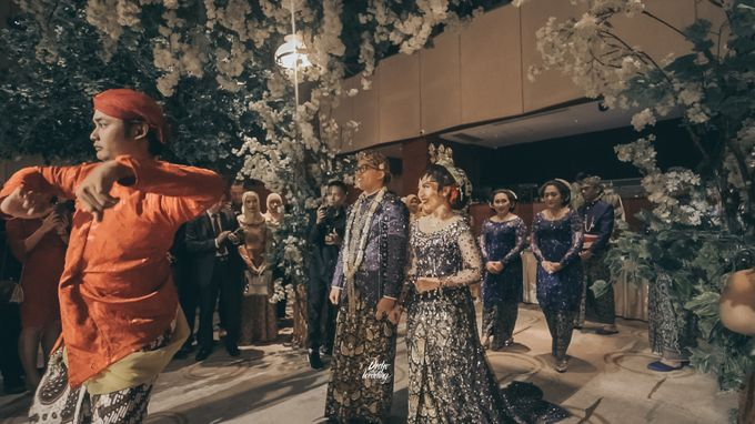 The Ballroom XXI | Vania & Erlangga by diskodiwedding - 016