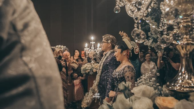 The Ballroom XXI | Vania & Erlangga by diskodiwedding - 018