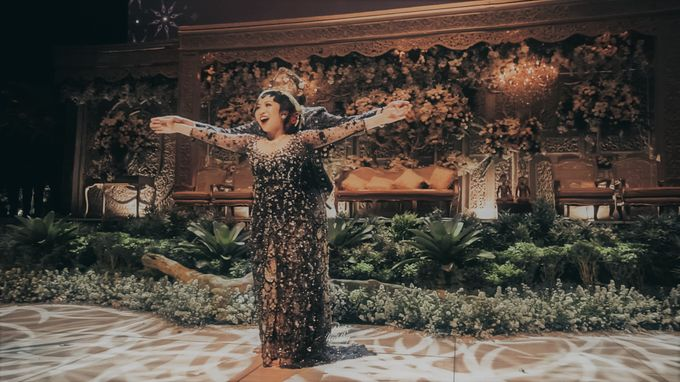 The Ballroom XXI | Vania & Erlangga by diskodiwedding - 025