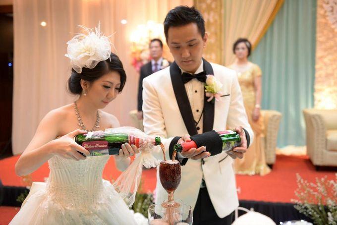 THE WEDDING OF DERWIN & JURIE / 27.09.14 / GEDUNG KOMPAS GRAMEDIA by AS2 Wedding Organizer - 001