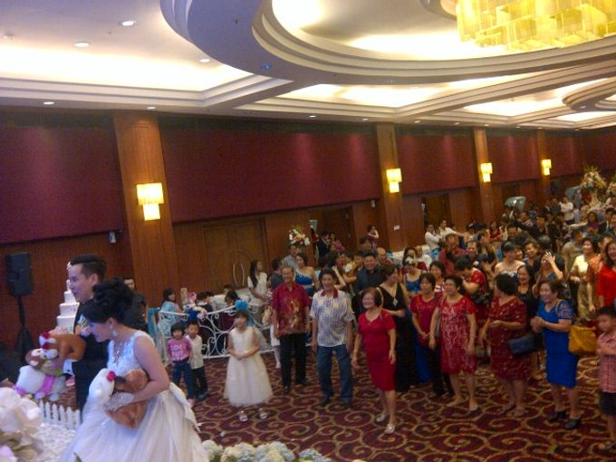 THE WEDDING OF YOGI & SURIKA / 04.01.15 / SEASONS CITY BALLROOM. JAKARTA by AS2 Wedding Organizer - 004