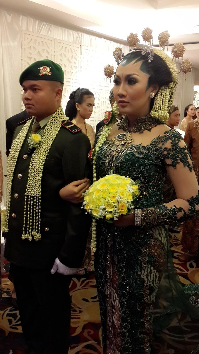 Pengantin Adat Jawa Solo by D&D Professional Make Up Artist & Kebaya By Dindin Nurdiansyah - 001