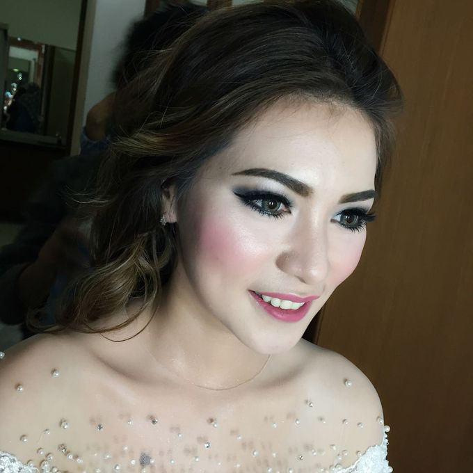 Wedding Makeup Hairdo and Family Makeup Hairdo by Ira Makeup Artist - 011