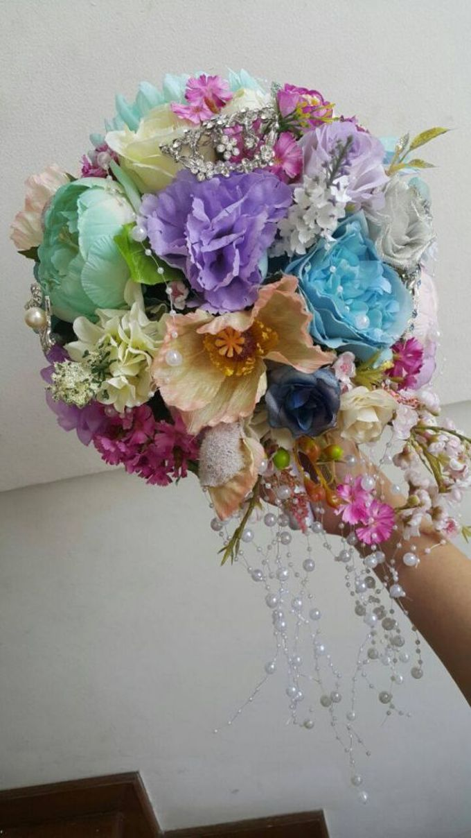 ENCHANTED WEDDING BOUQUET by LUX floral design - 013