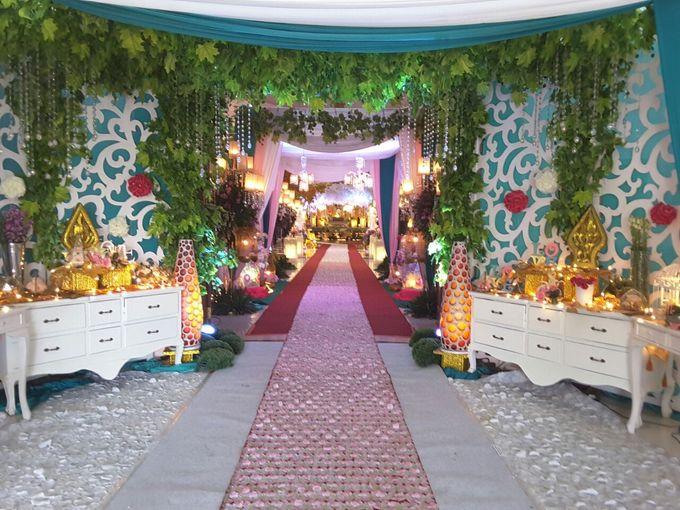 Modern Wedding Decoration by BRAJA MUSTIKA Hotel & Convention Centre - 012