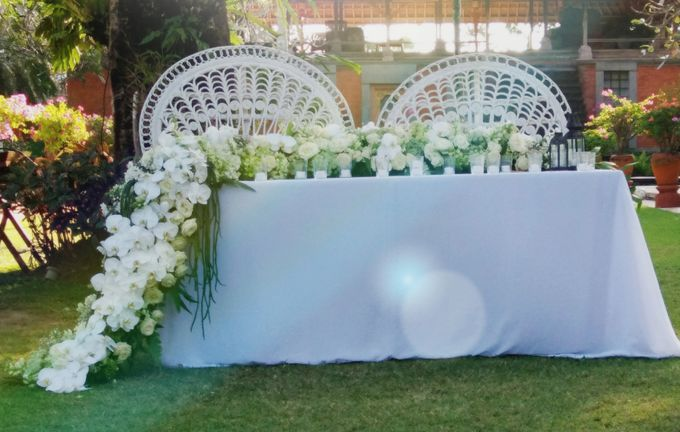 Chic & Rustic Garden Wedding In Green & White by magical blossoms - 002