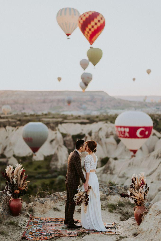 Elopement in Cappadocia by Phan Tien Photography - 008