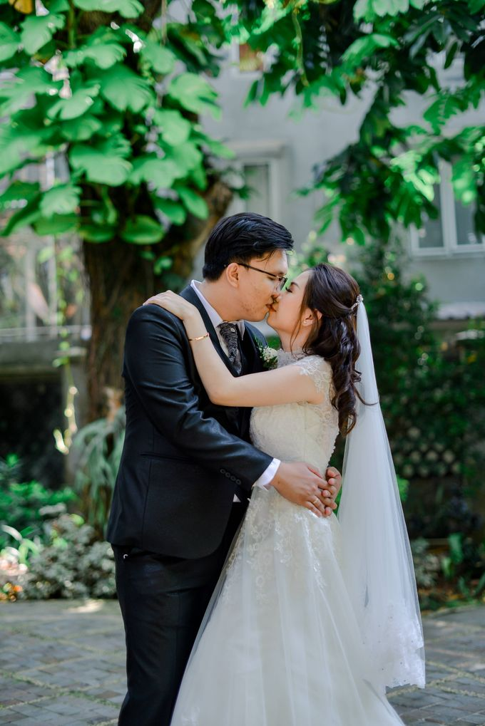 The Wedding of Felik & Shella  by Favor Brides - 001