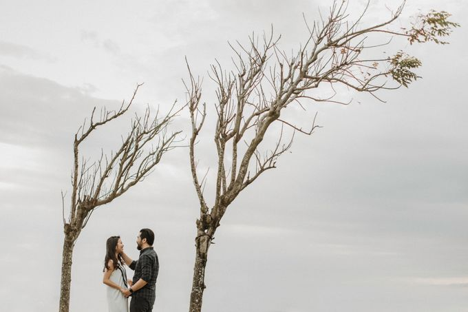 Cindy & George | Engagement by Valerian Photo - 001