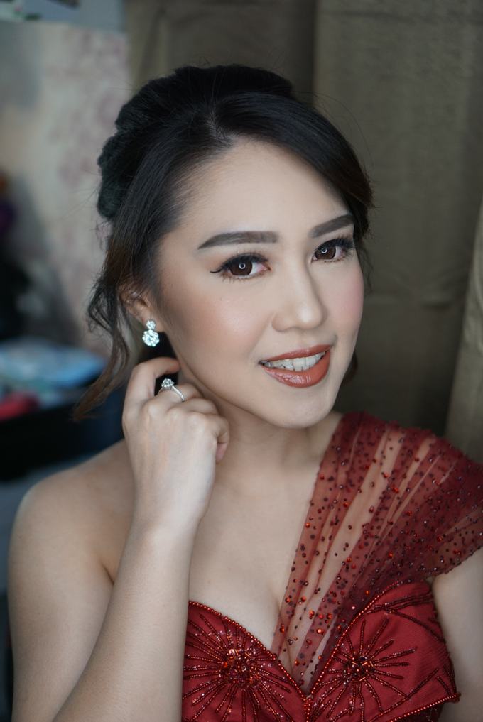 Engagement for Sisca  by Chesara Makeup - 008