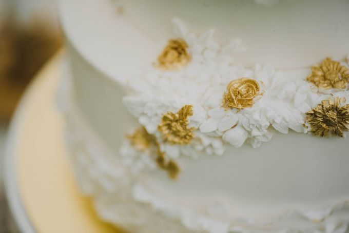 Beauty and the Beast Garden Wedding by Baby Cakes - 002