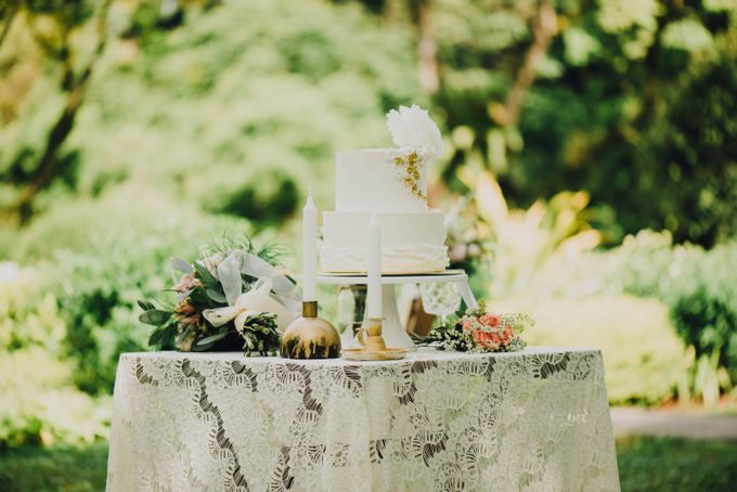 Beauty and the Beast Garden Wedding by Baby Cakes - 008