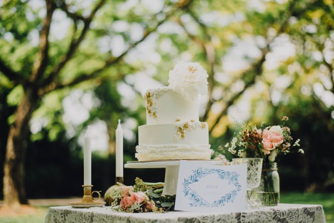 Beauty and the Beast Garden Wedding by Baby Cakes - 009
