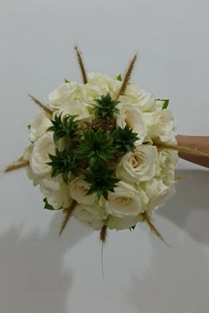 White Collection Bridal Bouquet by Amaryllis Floral Art - 004