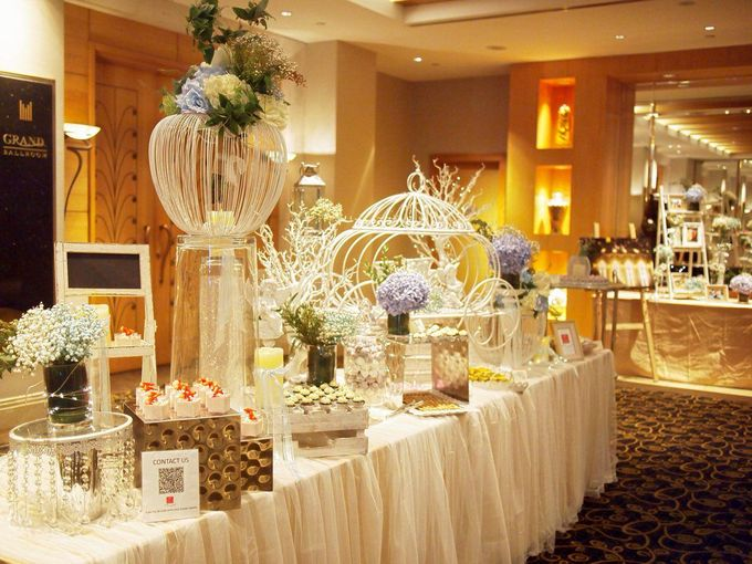 A Dreamy Cinderella Wedding at Grand Copthorne Hotel by Manna Pot Catering - 006
