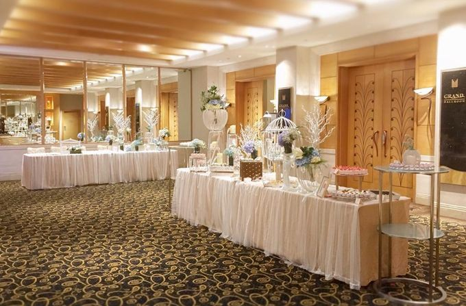 A Dreamy Cinderella Wedding at Grand Copthorne Hotel by Manna Pot Catering - 007