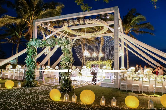 Cliff bali wedding by bali wedding decoration bridestory add to board cliff bali wedding by khayangan estate 003 junglespirit Images