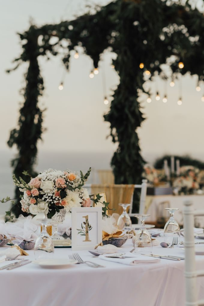 Alluring Cliff Top Oceanview Wedding in Bali by Bali In Motion - 040