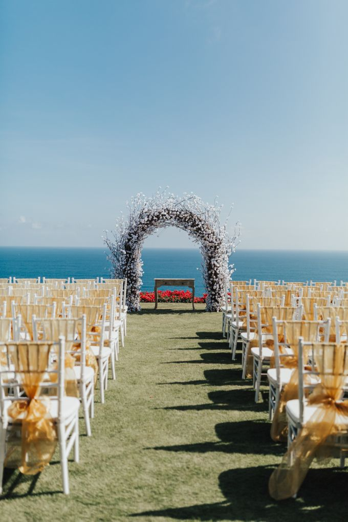 Alluring Cliff Top Oceanview Wedding in Bali by Bali In Motion - 022