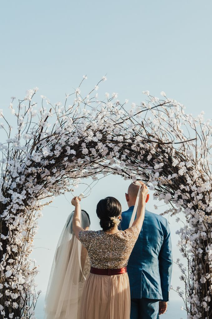 Alluring Cliff Top Oceanview Wedding in Bali by Bali In Motion - 030