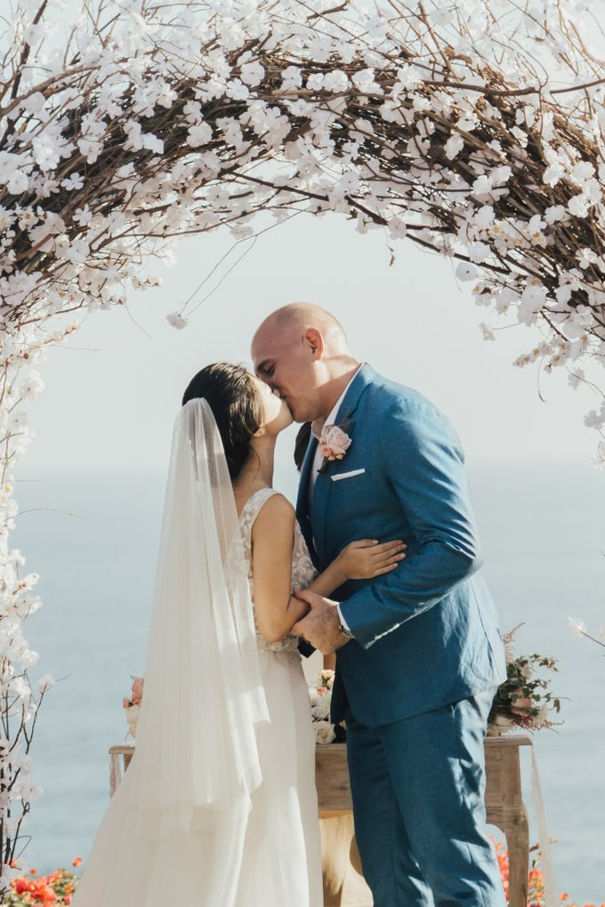 Alluring Cliff Top Oceanview Wedding in Bali by Bali In Motion - 031
