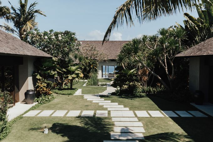 Alluring Cliff Top Oceanview Wedding in Bali by Bali In Motion - 003
