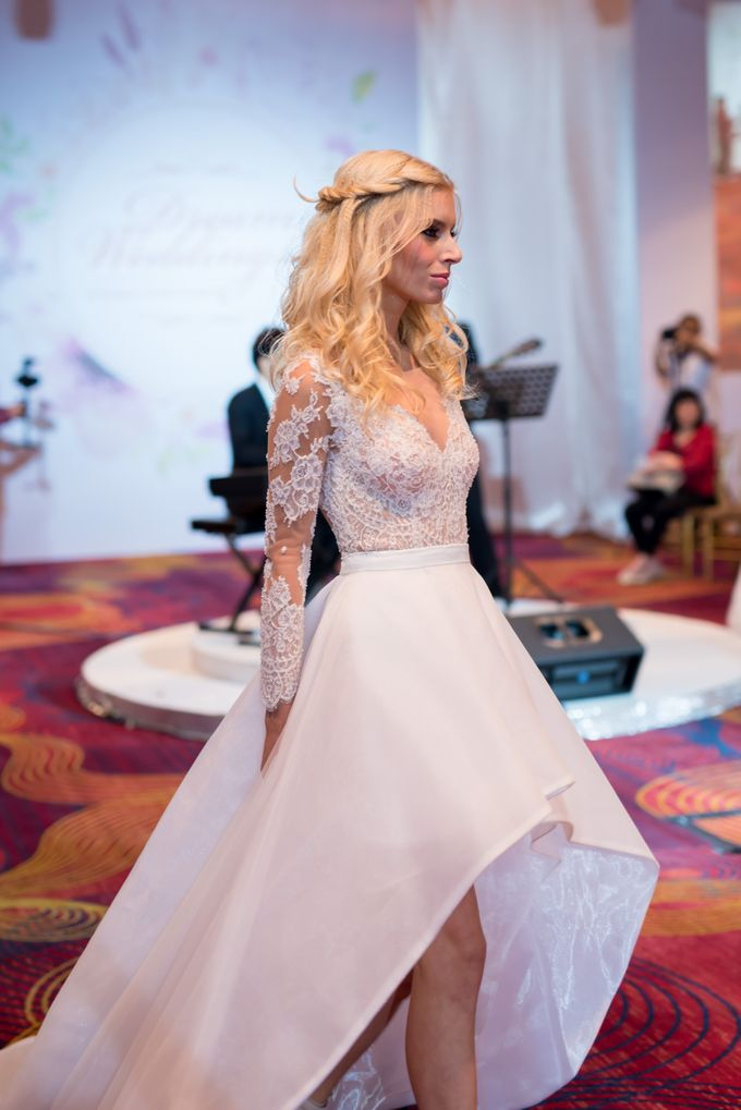 Bridal Gown Fashion Show At Mandarin Orchard Singapore by La Belle Couture Weddings Pte Ltd - 009