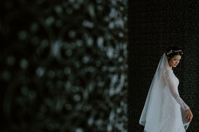 Clement & Leoni Cliff Side Wedding in Uluwatu by Khayangan Estate - 007