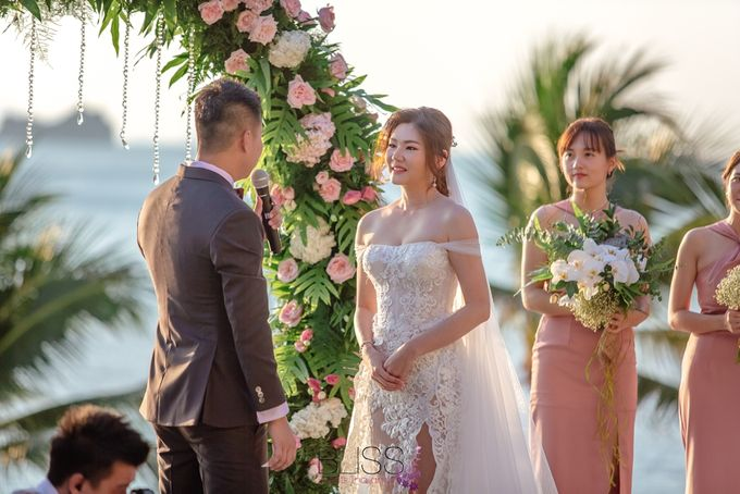 Romantic wedding ceremony on the over water with transparency stage at conrad koh samui by BLISS Events & Weddings Thailand - 008