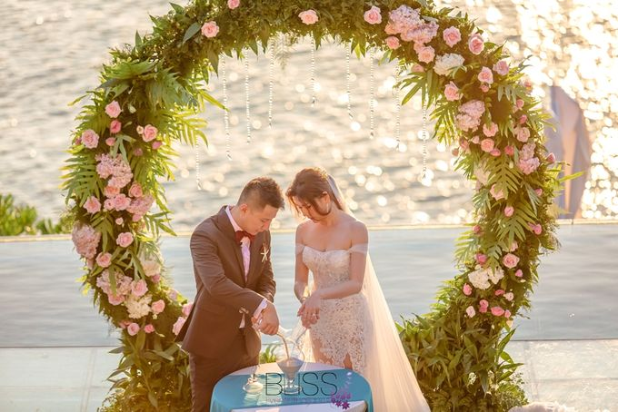 Romantic wedding ceremony on the over water with transparency stage at conrad koh samui by BLISS Events & Weddings Thailand - 012