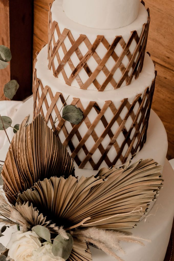 rattan weave and dried palm trees - modern heritage by KAIA Cakes & Co. - 007