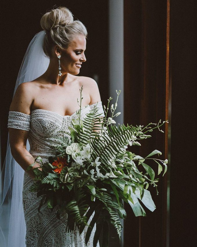 An Elegant and Enchanted Tropical Wedding Theme by WiB flowers - 004