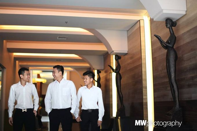 Beautiful Wedding at Mercure Hotel Surabaya by Five Stars Wedding Organizer by GOTAN Dance Project - 005