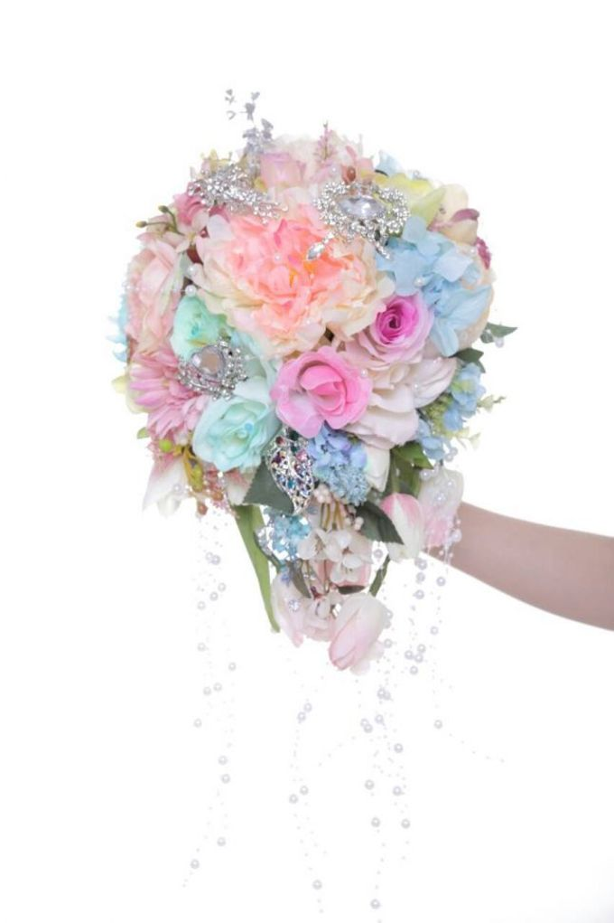 ENCHANTED WEDDING BOUQUET by LUX floral design - 036