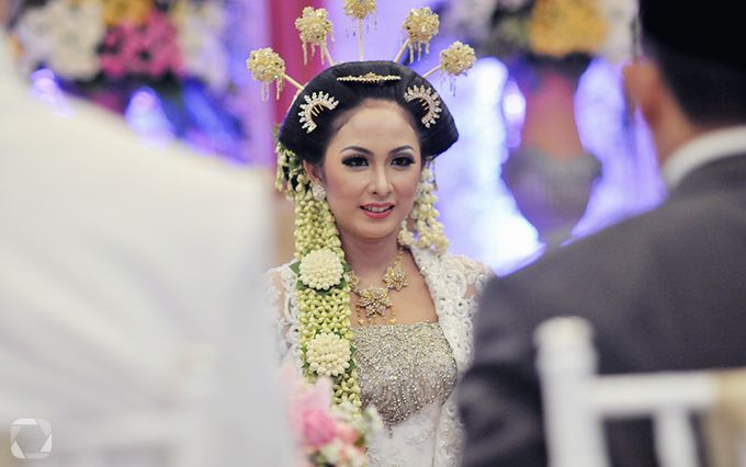 The Wedding of Sally + Rizky by The Move Up Portraiture - 017
