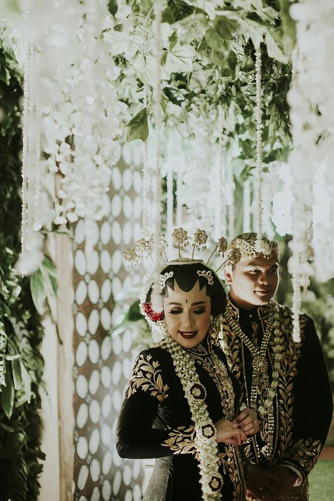 The Wedding Of Ayu + Agung by Wong Akbar Photography - 007