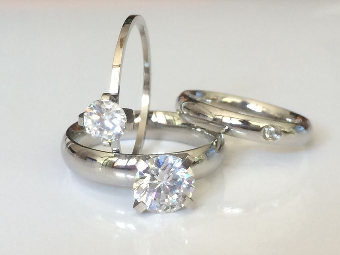 Classy, elegant jewellery items by Toko Kurio - 003