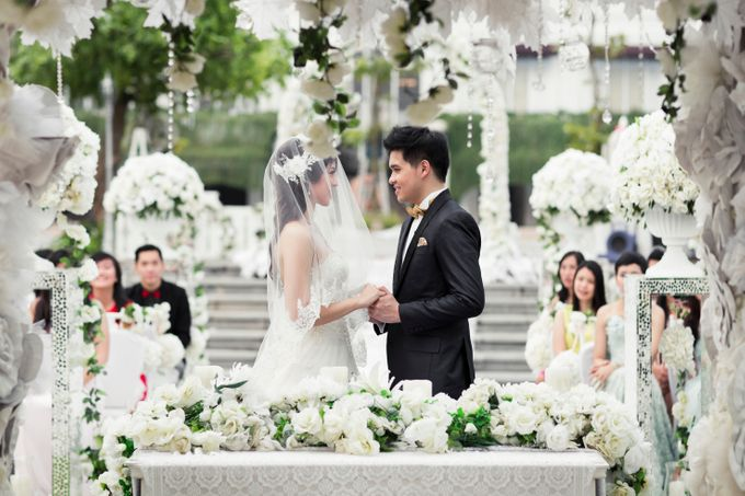 Outdoor Wedding at Lake Garden by Cynthia Kusuma - 004