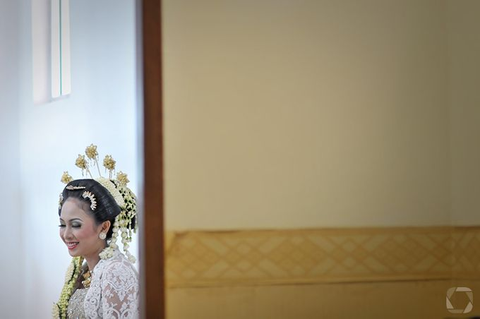 The Wedding of Sally + Rizky by The Move Up Portraiture - 043