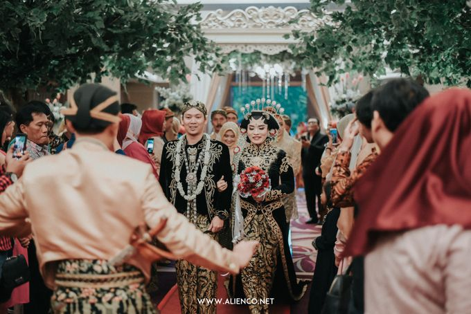 THE WEDDING OF ANGGI & iNDRA by alienco photography - 006