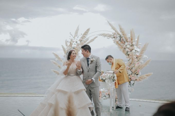 Sally and Randy Wedding by All Season Surabaya Photo by KAMAYA BALI - 002