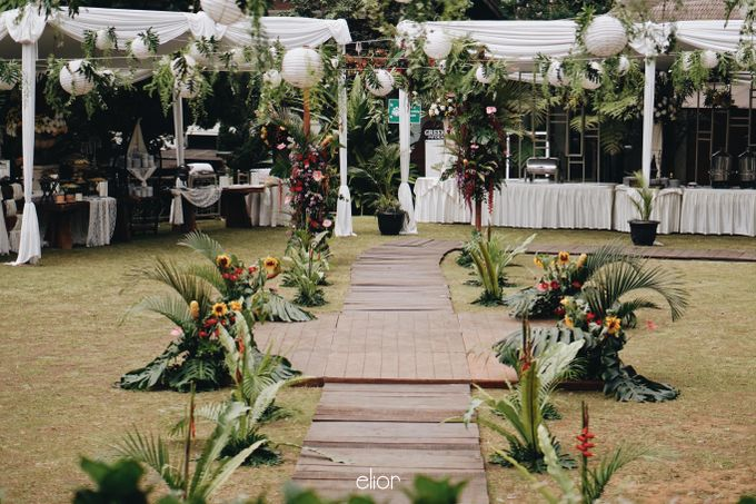 The Vibrant Tropical Wedding of Christa & Dede by Elior Design - 017